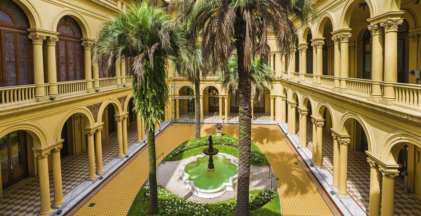 You must see house of government inner courtyard if you for Casa argentina